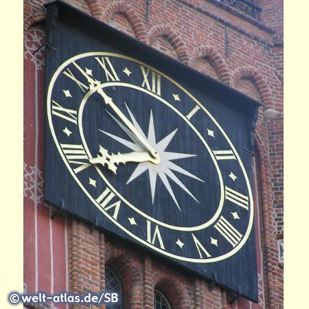 Uhr am Turm des alten Rathauses in Torun