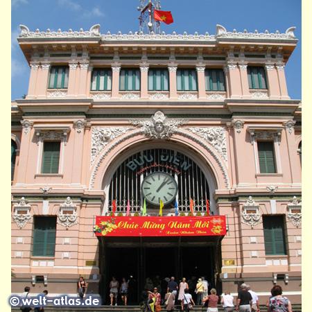 Uhr an der alten Hauptpost von Saigon