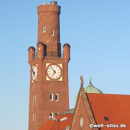 Uhrturm der historischen Hapag-Hallen am Steubenhöft in Cuxhaven, denkmalgeschützt