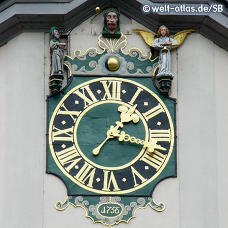 Die Kunstuhr mit Schnapphans-Figur am Turm des Rathauses von Jena