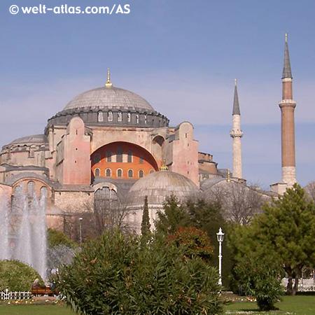 Die Hagia Sofia im Stadtteil Sultanahmet.