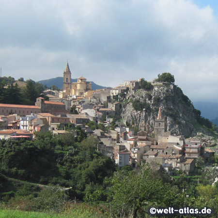 The mountain village Novara di Sicilia is a typical small medieval town