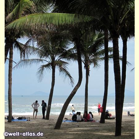 Brandung am Cua Dai Beach nahe dem Golden Sand Resort bei Hoi An