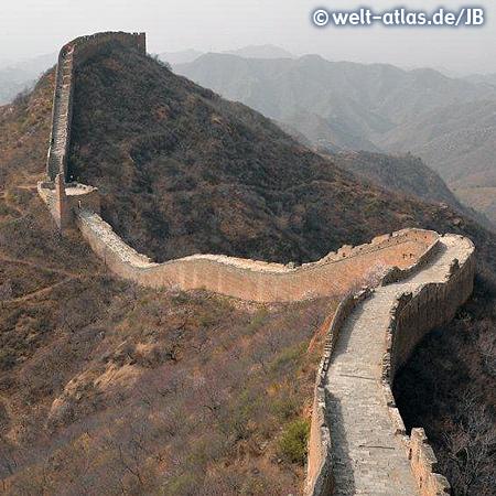 Beeindruckender Abschnitt der Chinesischen Mauer bei Jinshanling