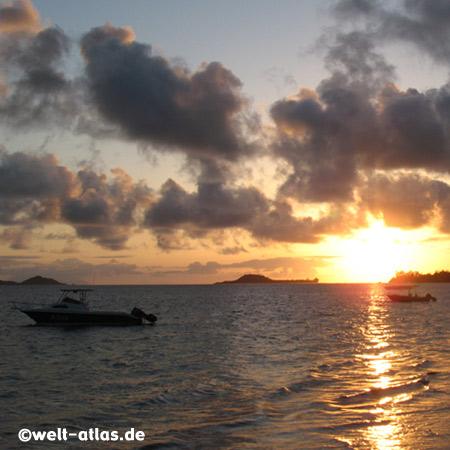 Sonnenuntergang, Grand Anse, Praslin