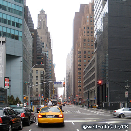 Taxis, Yellow Cabs in der 33. Strasse in New York