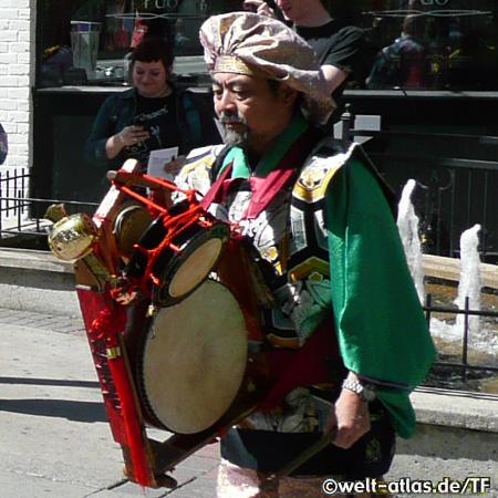 in the heart of downtown Ottawa Street musicians near Byward Market