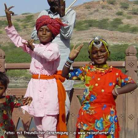 kleine Tänzer auf dem Mehrangarh Fort in Jodhpur, Rajasthan IndienFoto:© www.reisepfarrer.de