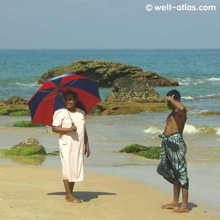Paar am Strand von Induruwa