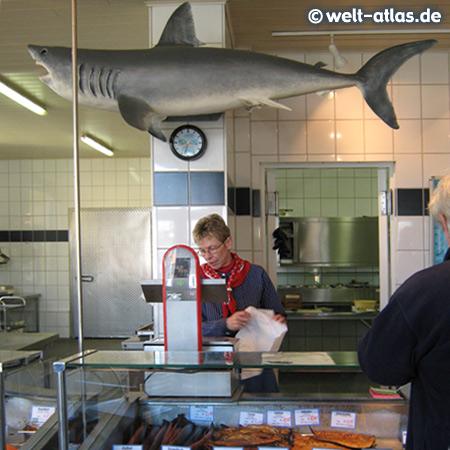 """Krabben und Fisch, North Sea crabs and fish""""Alte Fischereigenossenschaft"""", Harbour of Tönning"""