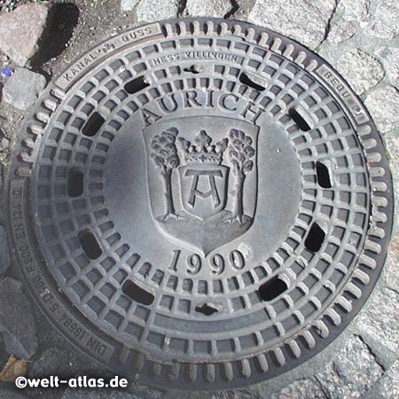 Sieldeckel, Kanaldeckel mit Wappen der Stadt Aurich in Ostfriesland