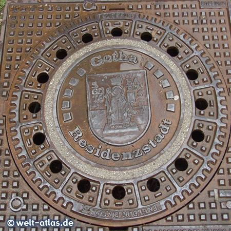 Kanaldeckel mit dem Wappen der Residenzstadt Gotha