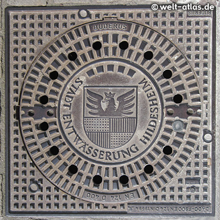 manhole cover in Hildesheim with Coat of Arms
