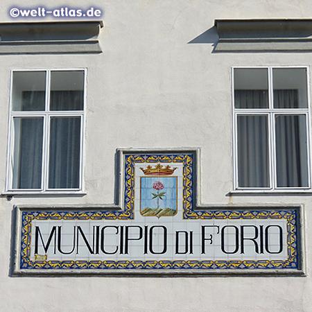 Wappen mit Rose am Rathaus von Forio auf Ischia