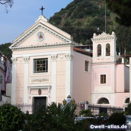 Die Kirche Santa Restituta in Lacco Ameno, unter der Kirche befinden sich archäologische Ausgrabungen