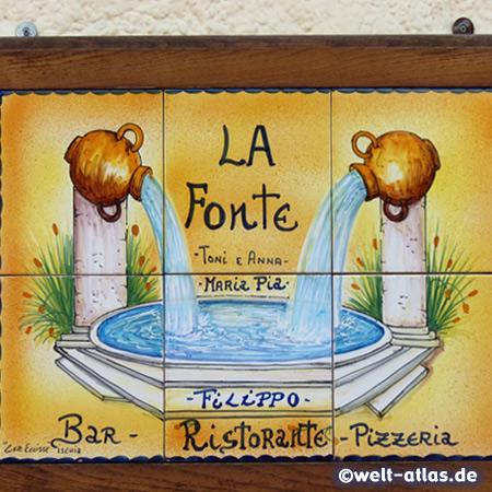 Hübsches Schild am Restaurant La Fonte in Serrara Fontana auf Ischia
