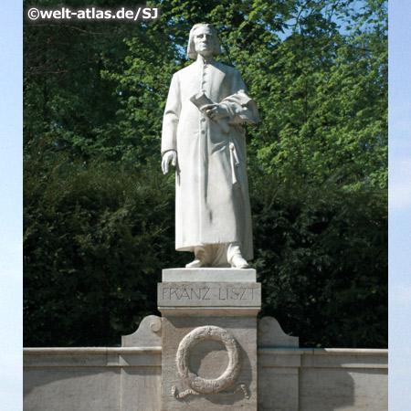 Franz-Liszt-Denkmal im Ilmpark in Weimar, englischer Landschaftspark