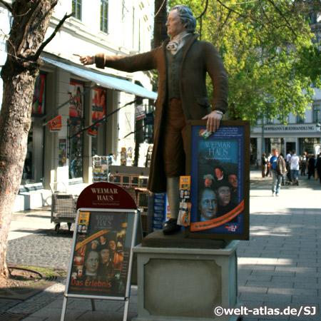 Goethestatue vor dem Weimar Haus
