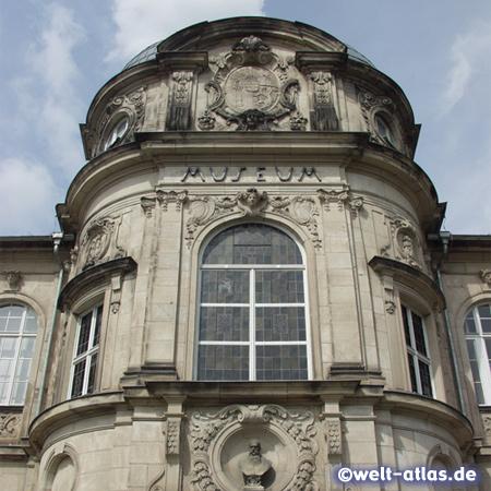 Neobarocke Fassade des ältesten deutschen Spielzeugmuseum in Sonneberg