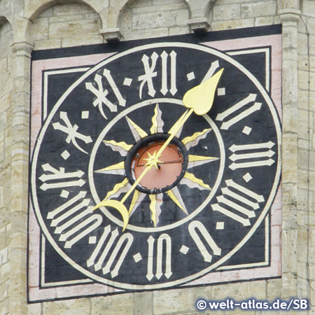 Uhr am Turm der Stadtkirche St. Michael in Jena