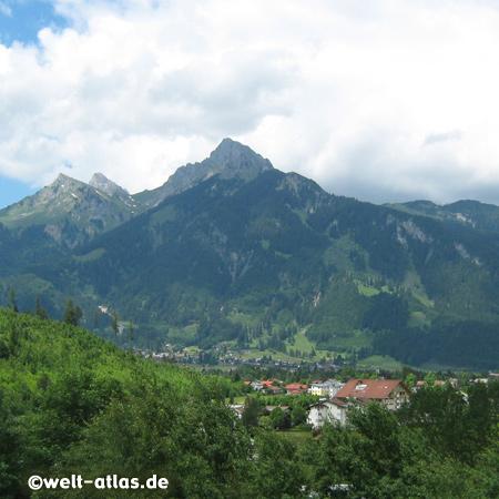 Reutte in Tirol am Lech, wird auch das Tor zu Tirol genannt und liegt an der der Grenze zum Allgäu