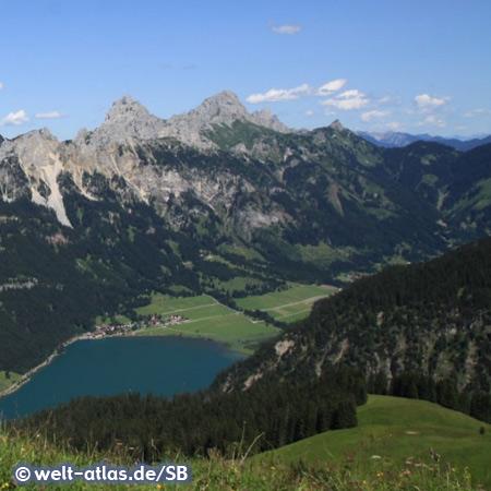 Haldensee im Tannheimer Tal mit den Gipfeln von Gimpel und Rot-Flüh, Blick vom Neunerköpfle