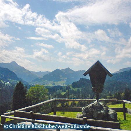 Hintere Enge, Allgäuer Alpen in Deutschland mit Blick in das Kleinwalsertal nach Österreich