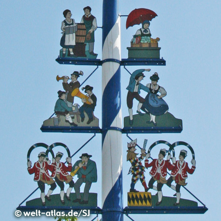 Figuren des Maibaums auf dem Münchner Viktualienmarkt