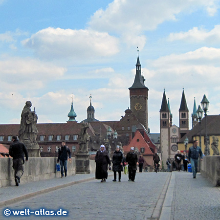 Old Main Bridge with the towers of Würzburg