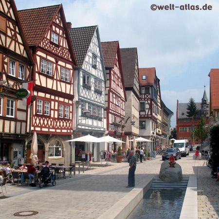 Straße in Ochsenfurt, Fachwerkhäuser, Mainfranken, Bayern, Deutschland