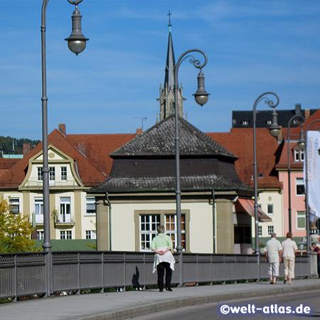 Ludwigsbrücke und Turm der Herz-Jesu-Kirche in Bad Kissingen