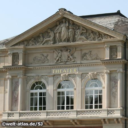 Das Theater der Stadt Baden-Baden  am Goetheplatz, Detail der Fassade
