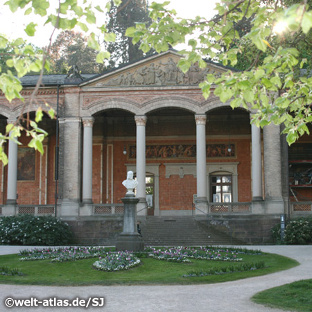 The Trinkhalle (pump house), arcade with frescos and benches, tourist information