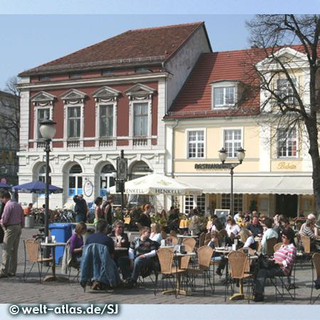 Café in Potsdam am Brandenburger Tor