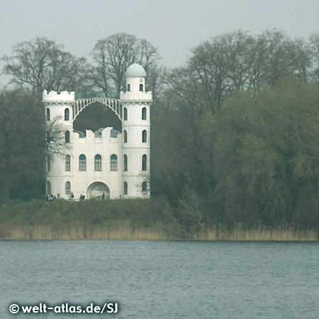 Schloss auf der Pfaueninsel im Wannsee