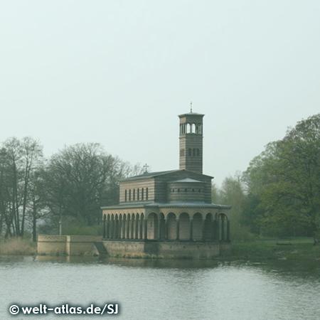 Heilandskirche in Sacrow an der Havel,im italienischen Stil mit freistehendem Campanile