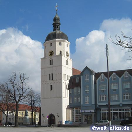 Die Paul-Gerhardt-Kirche von Lübben im Spreewald in der Niederlausitz
