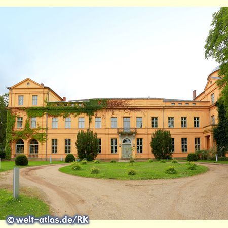 Hotel Schloss Ziethen, manor house whose origins date back to the 14th century, park side