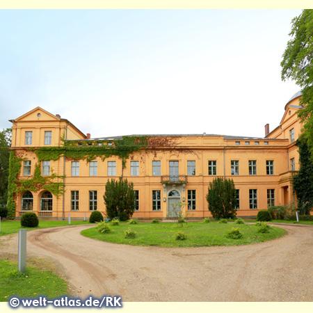 Hotel Schloss Ziethen, Herrenhaus dessen Ursprung im 14. Jahrhundert liegt, Parkseite