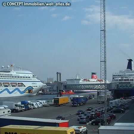 Kreuzfahrtschiffe und Fähren am Norwegenkai  in Kiel