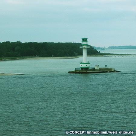 Leuchtturm von Friedrichsort am westlichen Ufer der Kieler Förde 54°23.433' N, 10°11.604' O