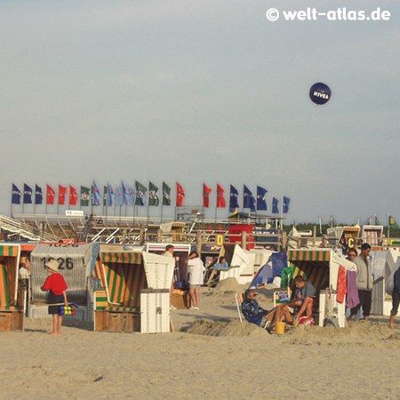 Strand, Strandkörbe,Beach-Volleyball