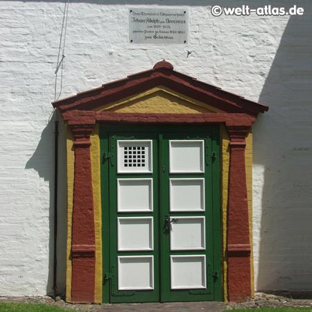Tür der St. Clemens-Kirche in Büsum