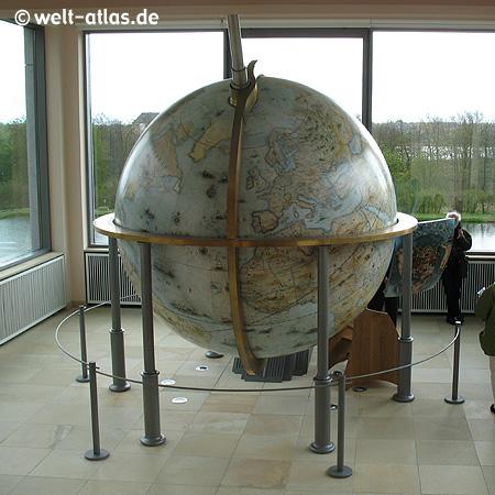 großer begehbarer Globus, (Nachbau)