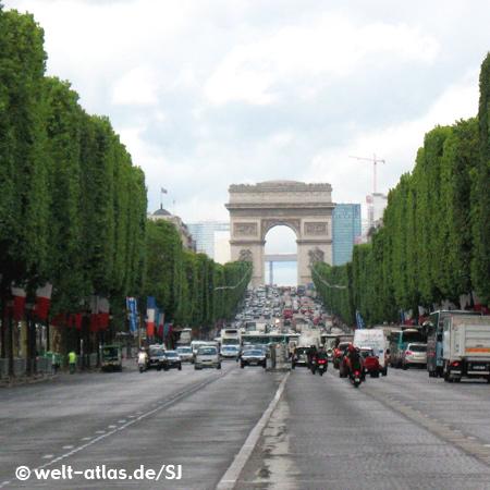 Champs-Élysées mit dem Arc de Triomphe auf dem Place de l'Étoile