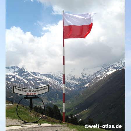 Timmelsjoch-Hochalpenstraße, vor der Mautstation, Grenze zwischen Österreich und Italien (2509 m)