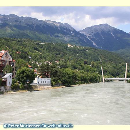 Innsbruck, Hungerburgbahnbrücke über den Inn, im Hintergrund die Alpen