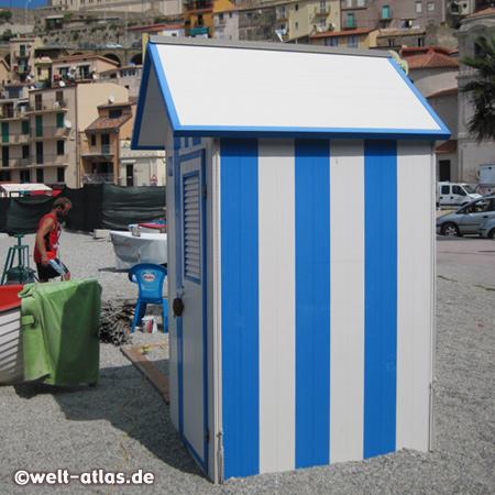 Foto WC-Häuschen an Strand von Scilla | Welt-Atlas.de