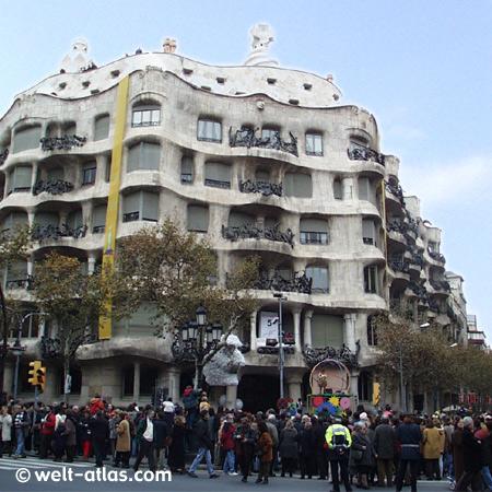 """Fassade der Casa Mila, """"La Pedrera"""", Barcelona"""