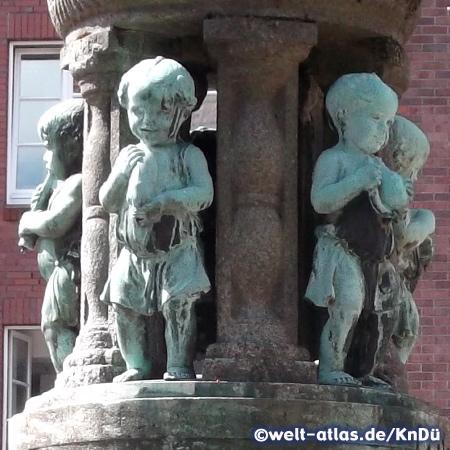 Die Figuren am Marcusbrunnen bei der Liebfrauenkirche in Bremen